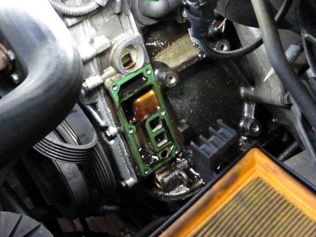 bmw318iオイル漏れ