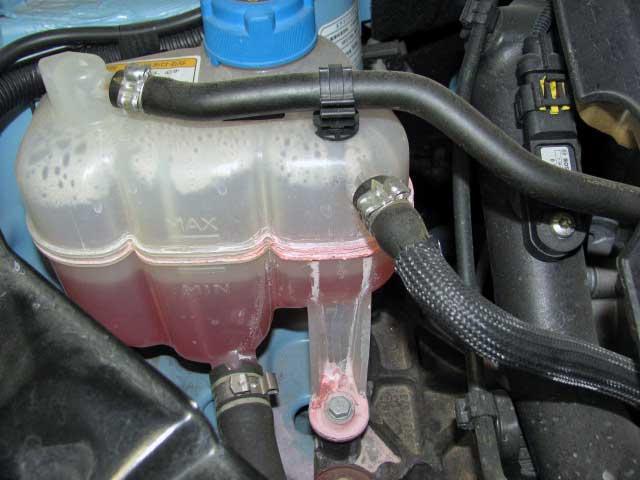 フィアット500ラジエター冷却水リザーブタンク